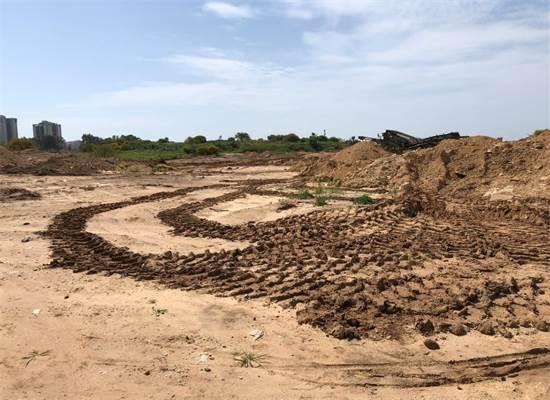 סימני צמיגים והרס במתחם דרום גלילות / צילום: החברה להגנת הטבע