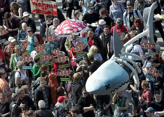 הפגנה נגד ניפוח מחירי הדיור בברלין, גרמניה / צילום: Michael Sohn, Associated Press