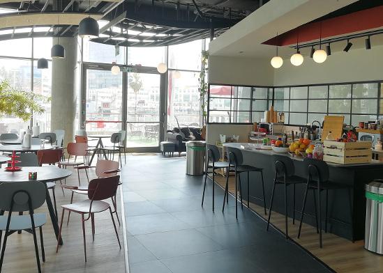 """אולם התצוגה של מרצדס הפך למשרד של חברת הייטק / צילום: יח""""צ"""