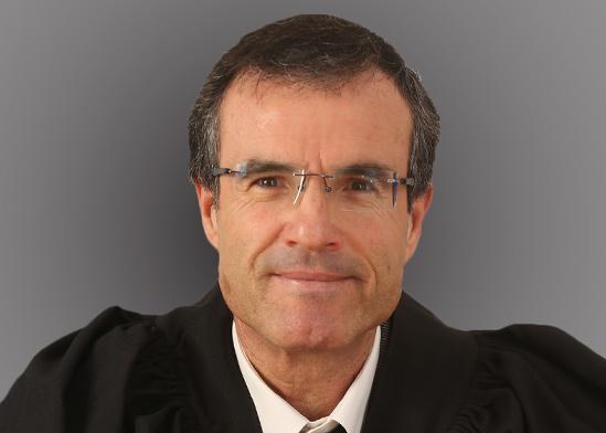 השופט משה בר עם  / צילום: דוברות הרשות השופטת