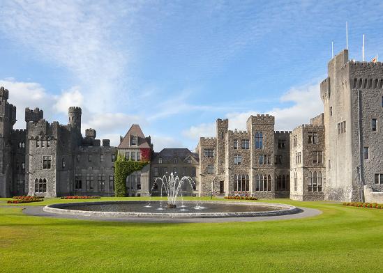 טירה-מלון Ashford Castle, אירלנד / צילום: shutterstock, שאטרסטוק