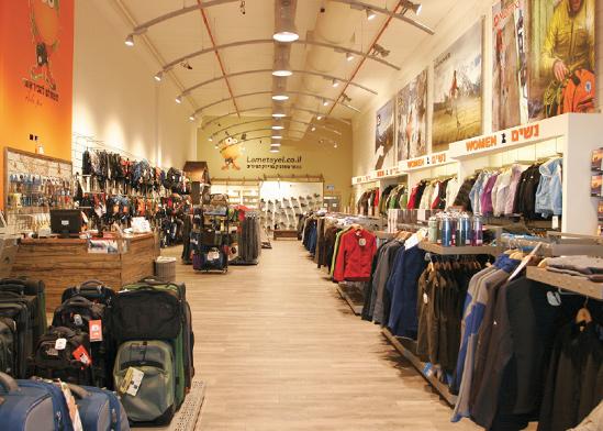 חנות למטייל / צילום: יובל קוגנזון