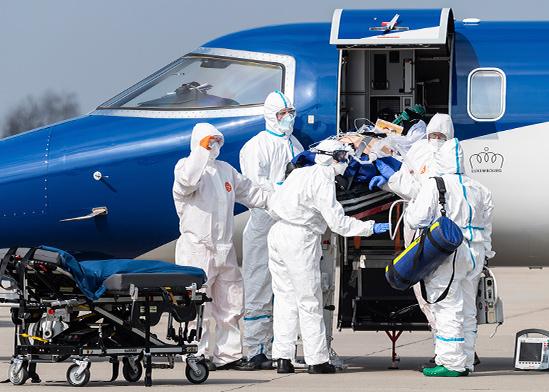 חולה קורונה שמצבו הוחמר מובהל לבית חולים בגרמניה השכנה / צילום: Robert Michael, Associated Press