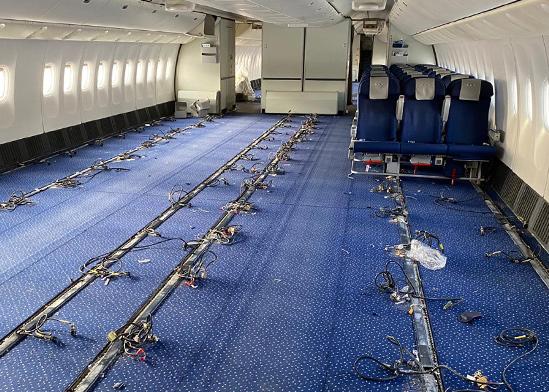 מטוס נוסעים שהוסב למטוס מטען / צילום: אלעד סאסי