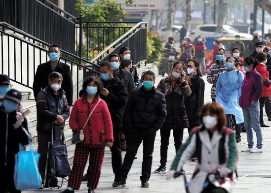 תור לסופרמרקט בווהאן, בשבוע שעבר / צילום: Ng Han Guan, Associated Press