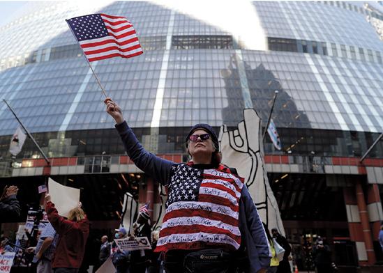 הפגנה בשיקגו נגד מדיניות הקורונה של הממשל האמריקאי    / צילום: Nam Y. Huh, Associated Press