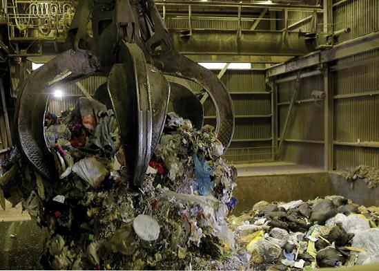 פסולת במתקן שריפה בקנדה. עלות מתקן ממוצע עומדת על 2.2. מיליארד שקל, ישראל מעריכה את העלות במחצית מזה / צילום: LINDSEY WASSON, רויטרס
