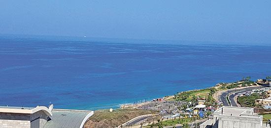 """נוף מהפנטהאוז ברחוב בני בנימין, ליד חוף הים והטיילת הדרומית של העיר נתניה / הדמיה: יח""""צ"""