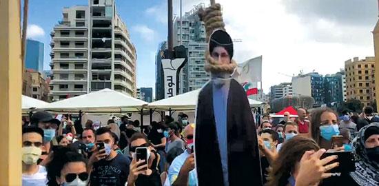 מיצב התלייה של נסראללה בהפגנה בביירות  / צילום: צילום מסך מתוך הטוויטר של Timour Azhari