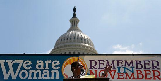 קמפיין We Are Woman של נשות הקונגרס לזכויות הנשים / צילום: Jonathan Ernst, Associated Press