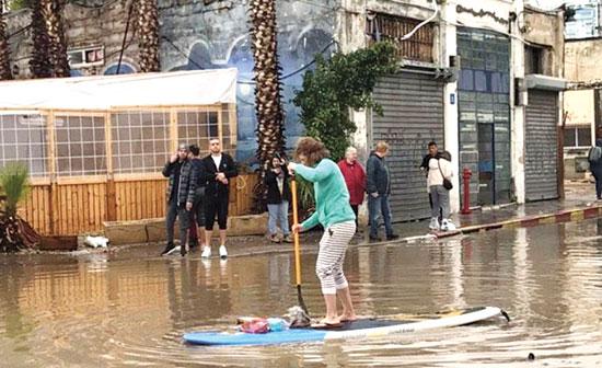 ההצפות בדרום תל אביב / צילום: עידו ריאני ואריאל וולק