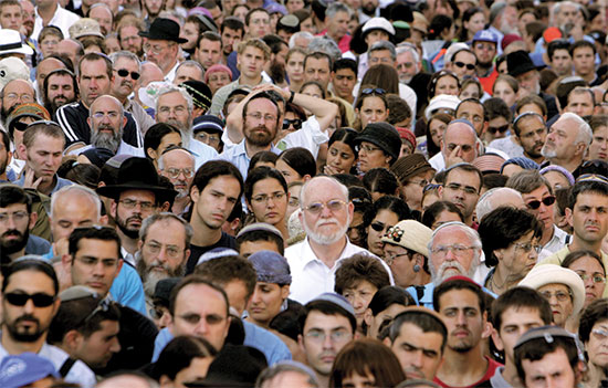 התכנסות של תושבי גוש קטיף בירושלים, לקראת ההתנתקות ב־2005, שהחלה את הקרע הפנימי / צילום: רויטרס