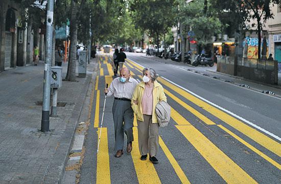 כבישים שהפכו למדרכות בברצלונה / צילום: Nacho Doce, רויטרס
