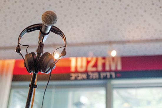 """אולפן רדיו 102 / צילום: יח""""צ"""