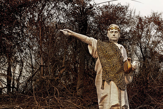 פסל של בולסונארו בפנטנאל. לא מגן על הסביבה / צילום: Leandro Cagiano / Greenpeace