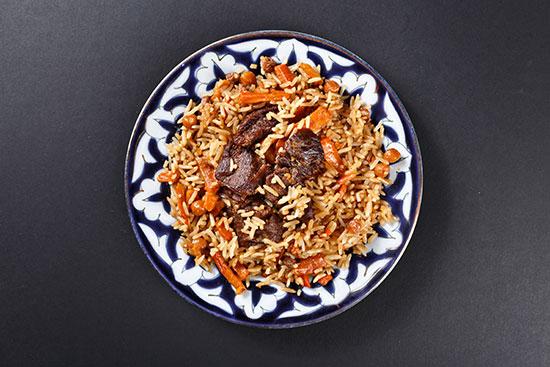 פלוב. תבשיל אוזבקי של כבש ואורז עגול עם גזר ובצל  / צילום: shutterstock, שאטרסטוק