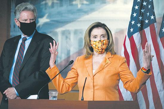 """יו""""ר בית הנבחרים, ננסי פלוסי. מתעקשת על חבילה גדולה  ולא """"רזה"""" כפי שהרפובליקאים רוצים / צילום: J. Scott Applewhite, Associated Press"""