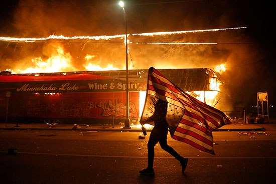 """הפגנות ברחבי ארה""""ב בעקבות רציחתו של ג'ורג' פלויד ע""""י המשטרה / צילום: Julio Cortez, Associated Press"""