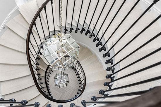 בתוך הבית שאדם נוימן העמיד למכירה / צילום: מתוך אתר COMPASS