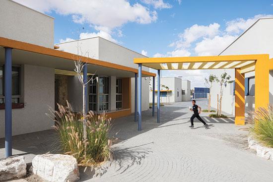 """בית הספר הממלכתי דתי """"סיני"""", מועצה אזורית רמת נגב / צילום: אביעד בר-נס"""