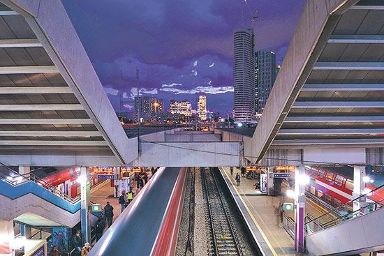 תחנת הרכבת בעזריאלי. האם הביקוש בקירבה לרכבת ישתנה? / צילום: shutterstock, שאטרסטוק