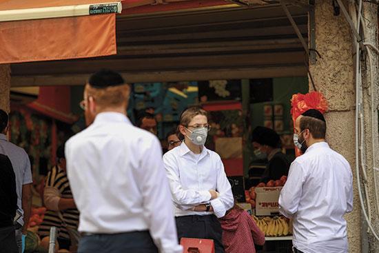 בתור לחנות בבני ברק. שינויים באופי החיים בעיר  / צילום: שלומי יוסף, גלובס