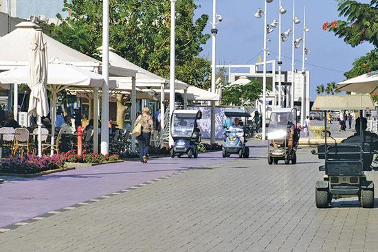 מדרחוב הרצל בנתניה / צילום: shutterstock, שאטרסטוק