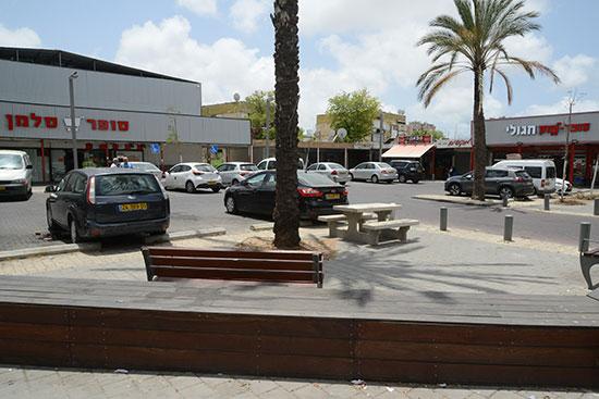 מרכז מסחרי בשכונת ג'סי כהן בחולון / צילום: איל יצהר, גלובס