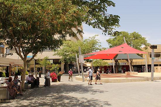 המרכז המסחרי הפתוח בערד / צילום: גיא ליברמן, גלובס
