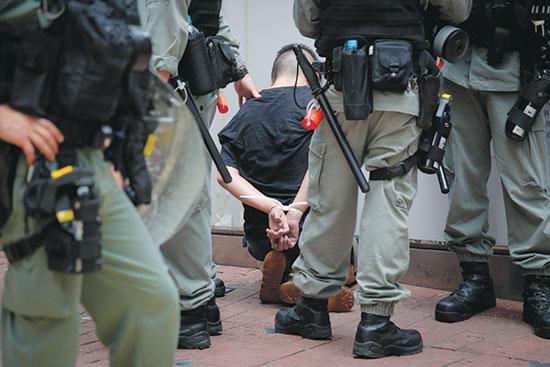הפגנות בהונג קונג. השלטונות נעזרים בטכנולוגיות מעקב כדי לדכאן / צילום: Kin Cheung, Associated Press