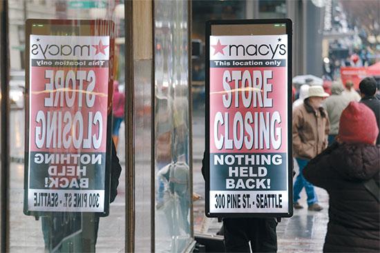 חנות של מייסי'ז בסיאטל. הרשת סוגרת חמישית מהחנויות שלה ומפטרת אלפי עובדים / צילום: Elaine Thompson, Associated Press