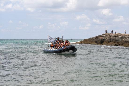 סירת טורנדו ליד איי הציפורים / צילום: יותם יעקבסון