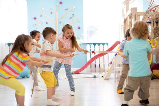 רפלקציה בגן ילדים מסייעת להם להבין כבר מגיל צעיר מה מדויק להם / צילום: שאטרסטוק