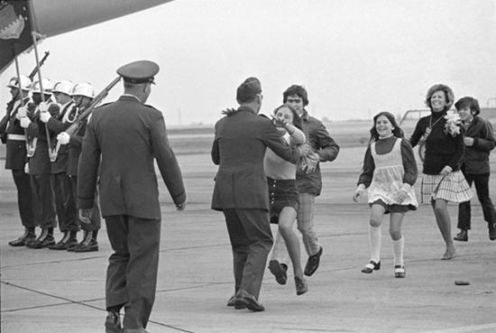חיילים אמריקאים חוזרים מהשבי בוויטנאם / צילום: Natacha Pisarenko, AP