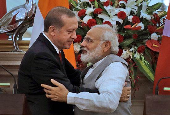 """רה""""מ הודו מודי ורה""""מ טורקיה ארדואן / צילום: Manish Swarup, Associated Press"""