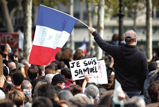 "שלט ""JE SUIS SAMUEL"" (""אני סמואל""), בעצרת בפאריס, יום ראשון / צילום: Charles Platiau, רויטרס"