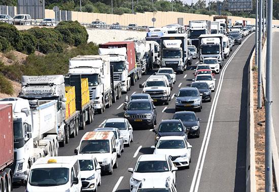 פקק בצומת מכמורת עקב המחסומים שהציבו בעקבות הסגר  / צילום: ראובן קסטרו, וואלה !NEWS