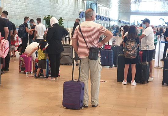 """נתב""""ג, הבוקר. אלפי ישראלים לא מחכים והם ממהרים לצאת מהארץ / צילום: רש""""ת, יח""""צ"""