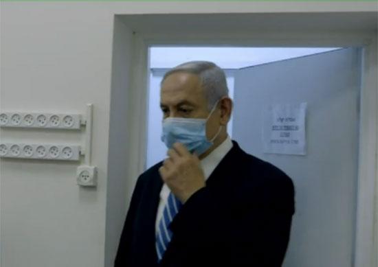 ראש הממשלה בנימין נתניהו נכנס לאולם בית המשפט / צילום: Contact Production
