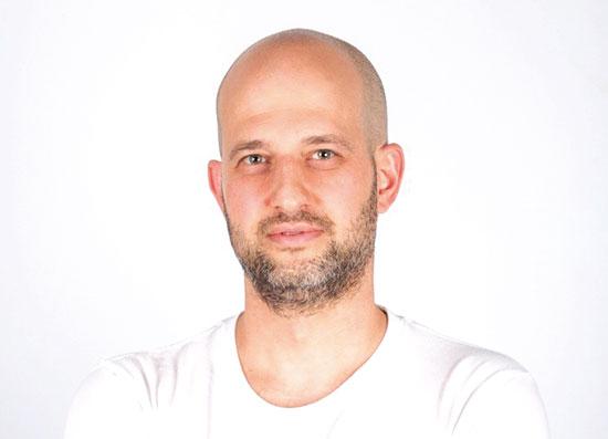 """איל בצלאל / צילום: סאם יעקובסון, סטודיו מקאן ת""""א"""