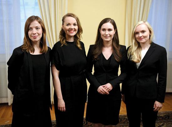 מרין (השנייה מימין) ושרות הפנים, האוצר והחינוך. ממשלה של 12 שרות ושבעה שרים