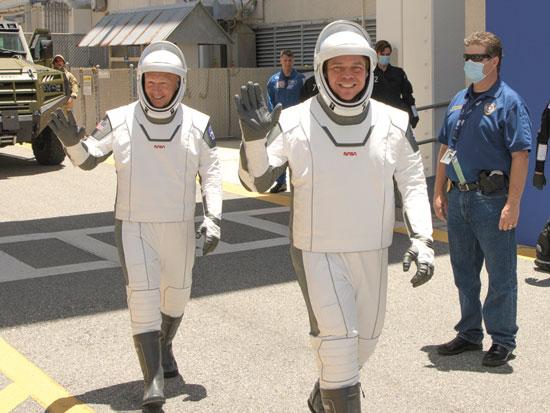 האסטרונאוטים דאג הארלי ורוברט בהנקן, ביום שבת. משימה בת חודשיים בחלל / צילום: Bill Ingalls PA