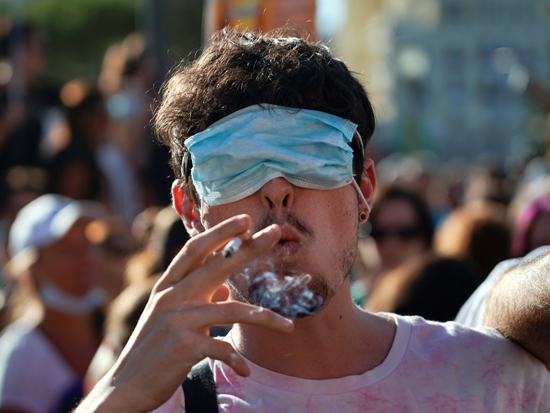 הפגנה נגד שימוש במסכות, מדריד / צילום: Juan Medina, רויטרס