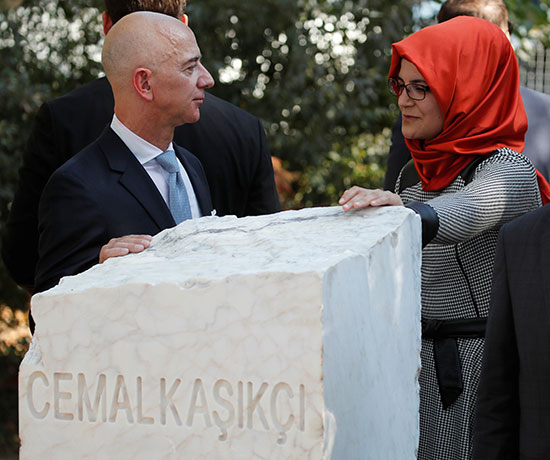 ארוסת חאשקוג'י חאדיג'ה צ'נגיז, ובזוס / צילום: Umit Bektas, רויטרס
