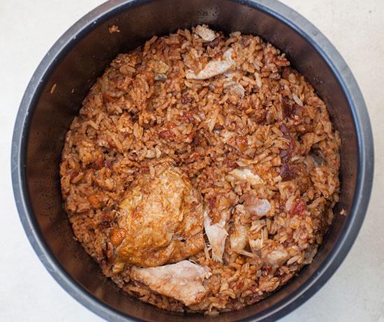 טבית. תבשיל עוף ואורז יהודי-עיראקי בבישול ארוך. חמין אורז, אם תרצו / צילום: shutterstock, שאטרסטוק