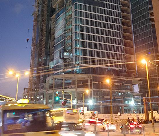 """מגדל אקרו נדל""""ן, תל אביב / צילום: גיא ליברמן, גלובס"""