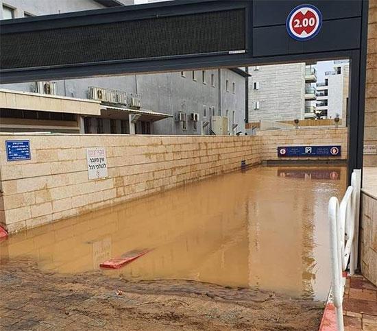 הכניסה לחניה בקניון ארנה נהריה התת קרקעי / צילום: קודקוד מזג אוויר