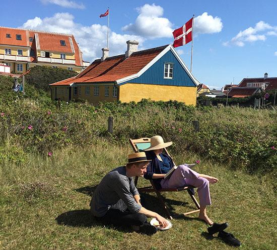 החיים ממשיכים. הדנים יצאו לחופשת הקיץ המסורתית של חודש יולי כרגיל / צילום: אביעד לוי, גלובס