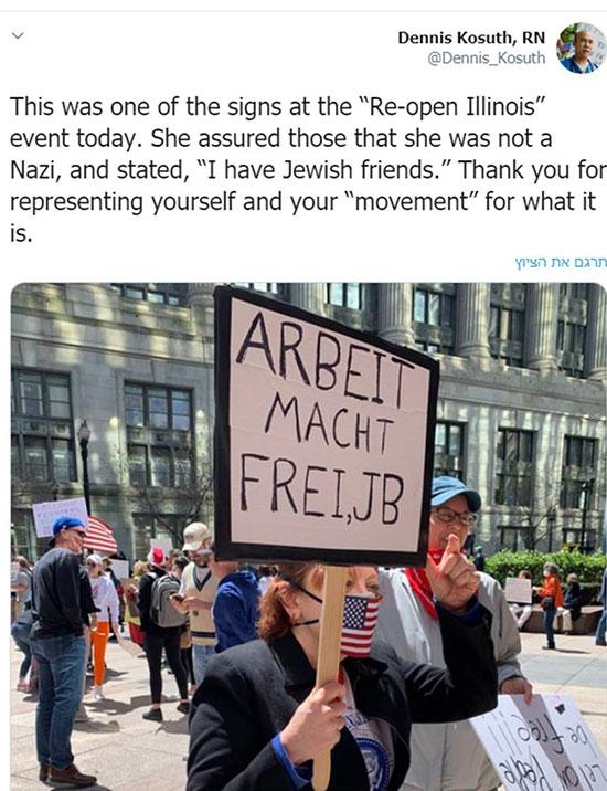 """שלט """"העבודה משחררת"""" ושלטים בגנות המושל היהודי של אילינוי נראו בהפגנה, בשבוע שעבר / צילום: צילום מסך"""