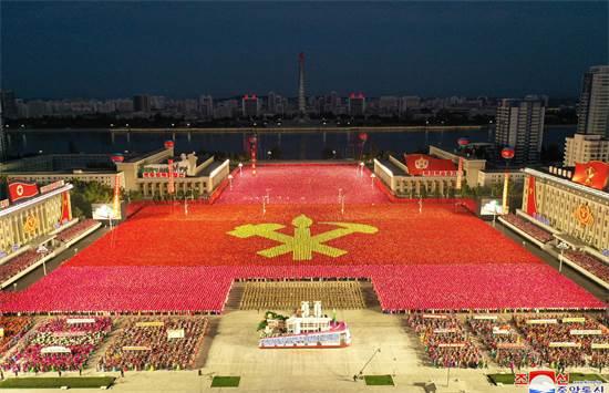 חגיגות 75 שנות קומוניזם בצפון קוריאה / צילום: KCNA, רויטרס